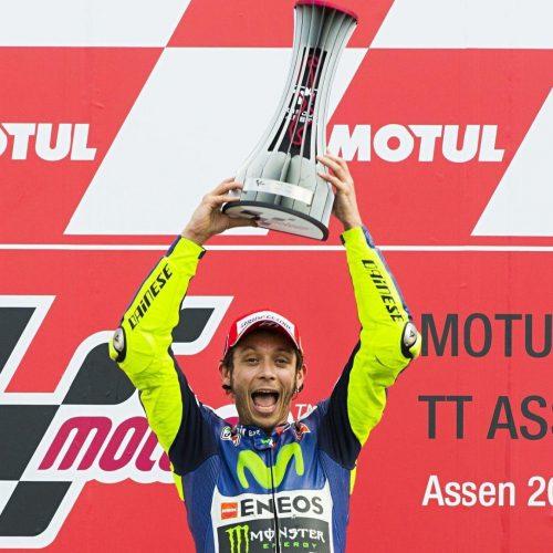 trophy-MotoGP-2015-Valentino-Rossi-1160x1152